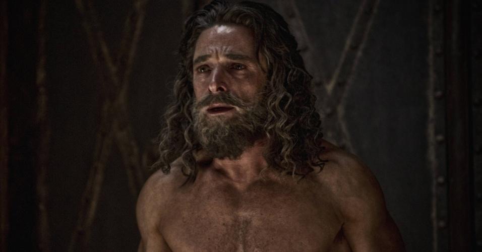 """5.mar.2013 - Daniel é jogado na cova dos leões em cena da série """"A Bíblia"""", exibida nos EUA pelo History Channel"""
