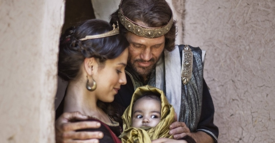 """5.mar.2013 - O rei Davi, Betsabá e o futuro rei Salomão em cena da série """"A Bíblia"""", exibida nos EUA pela History Channel"""