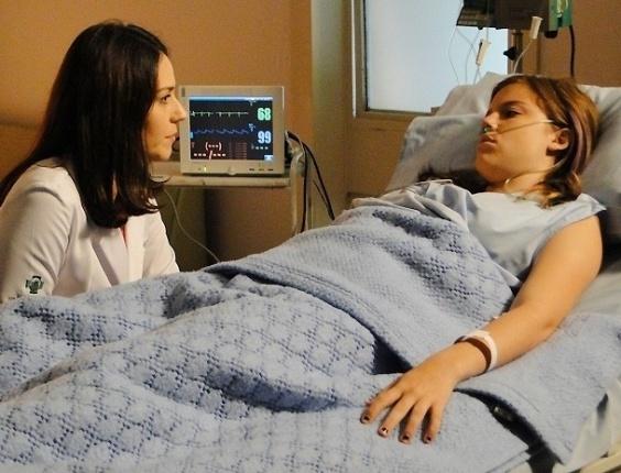 """6.mar.2013 - Em """"Malhação"""", Raquel pede desculpas para Lia por todo mal que fez à filha"""