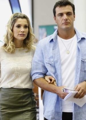 """Flávia Alessandra (Érica) e Rodrigo Lombardi (Théo) durante gravação de cena de """"Salve Jorge"""""""