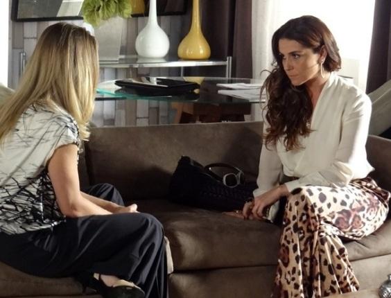 """8.mar.2013 Em """"Salve Jorge"""", Antonia fica surpresa ao saber que Wanda é foragida da polícia"""