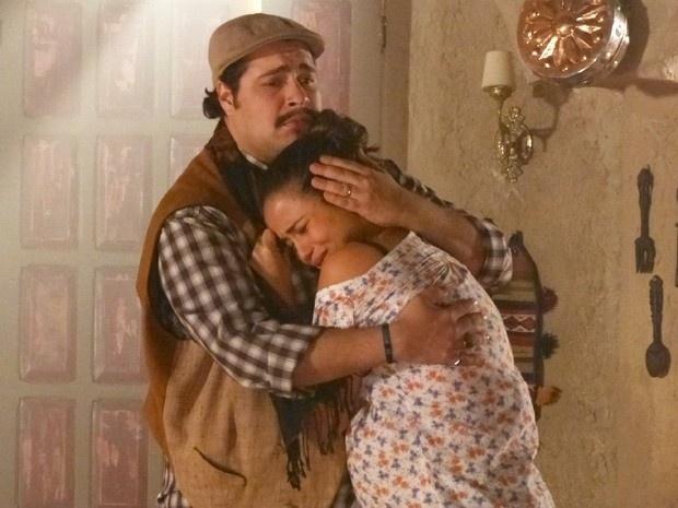 """8.mar.2013 - Em """"Salve Jorge"""", Morena descobre que sua família acredita que ela está morta"""