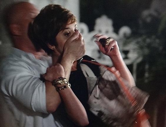 """8.mar.2013 Em """"Salve Jorge"""", Aisha é sequestrada a mando de Wanda"""