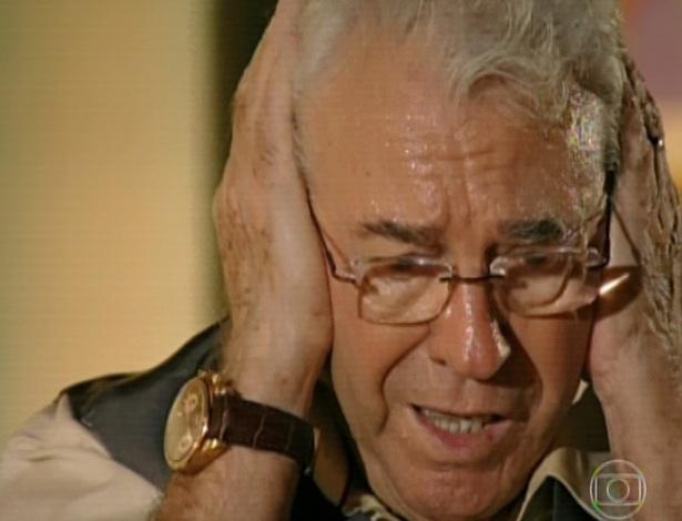11.mar.2013 Samuel continua atordoado com o barulho dos aviões e tem mais flashbacks da Segunda Guerra