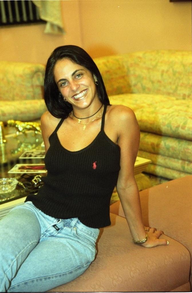 30.3.2001 - A atriz Thammy Miranda, filha de Gretchen, aos 18 anos