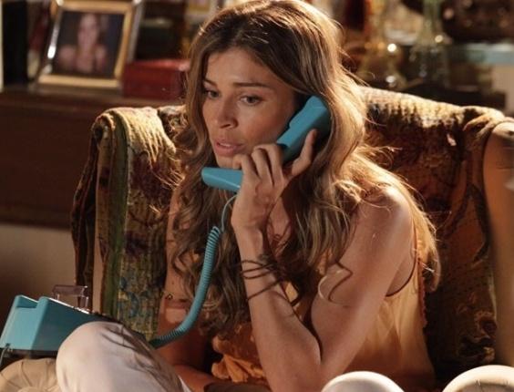"""15.mar.2013 Em """"Flor do Caribe"""", Ester não consegue falar com Cassiano e se desespera"""