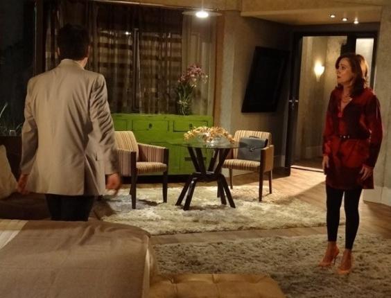 """15.mar.2013 - Em """"Salve Jorge"""", Berna acredita que Mustafa vai ter um filho com Morena"""