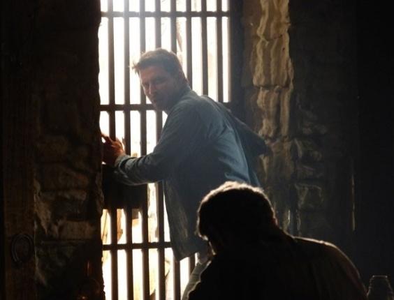 """15.mar.2013 Em """"Flor do Caribe"""", Cassiano se desespera ao perceber que está em um presídio de segurança máxima"""