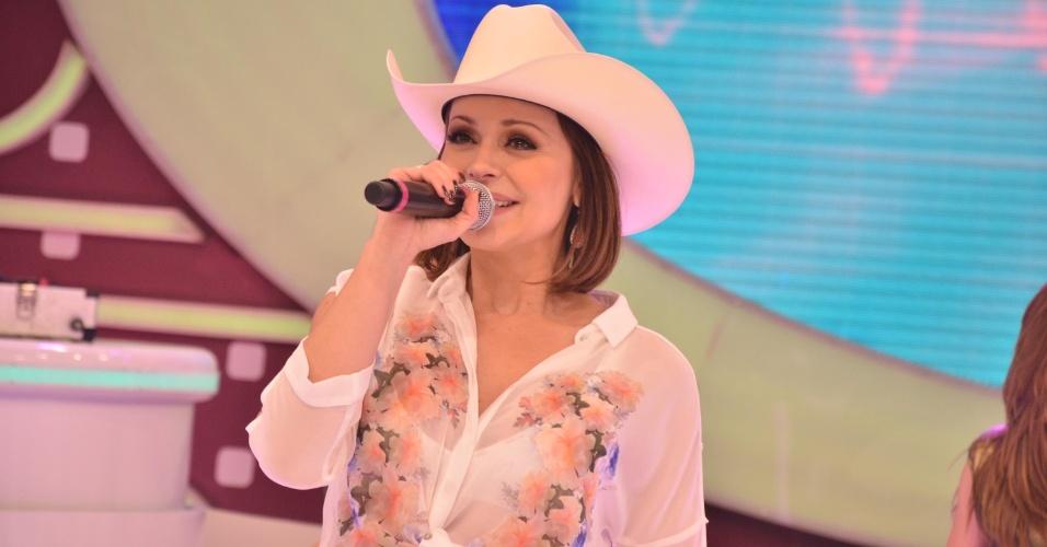 """17.mar.2013 - Gabriela Spanic, 39, foi homenageada por fãs no programa """"Domingo Legal"""", apresentado por Celso Portiolli, neste domingo"""