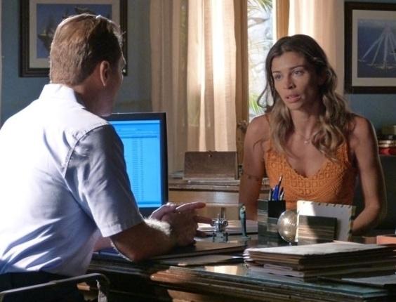 """18.mar.2013 - Em """"Flor do Caribe"""", Ester consegue ajuda da Aeronáutica para encontrar Cassiano"""