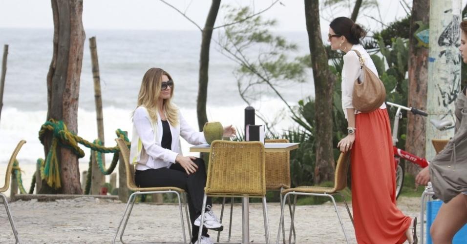 """19.mar.2013 - Letícia Spiller e Lisandra Souto gravam cenas da discussão entre suas personagens em """"Salve Jorge"""""""