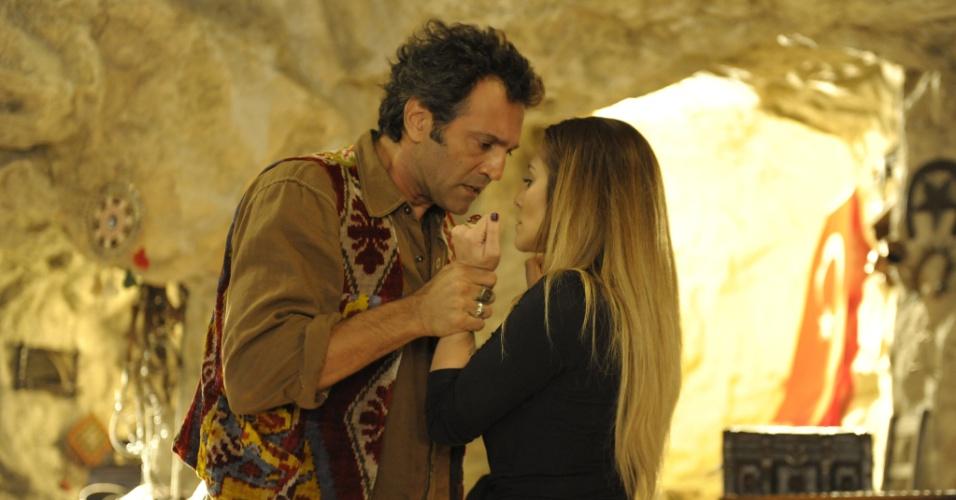 """21.mar.2013 - Em """"Salve Jorge"""", Bianca diz a Zyah que está apaixonada por ele"""