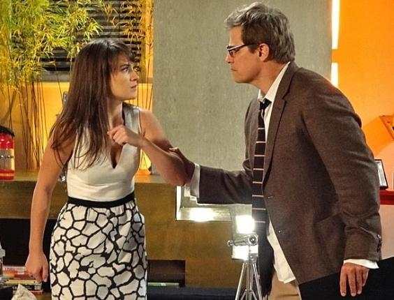 """21.mar.2013 Em """"Guerra dos Sexos"""", Carolina assume para Felipe que é a responsável pela sabotagem no desfile da Positano"""