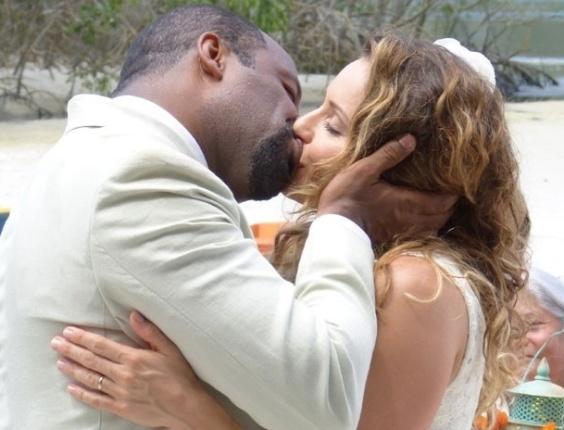 """25.mar.2013 Em """"Flor do Caribe"""", Quirino e Doralice se casam"""