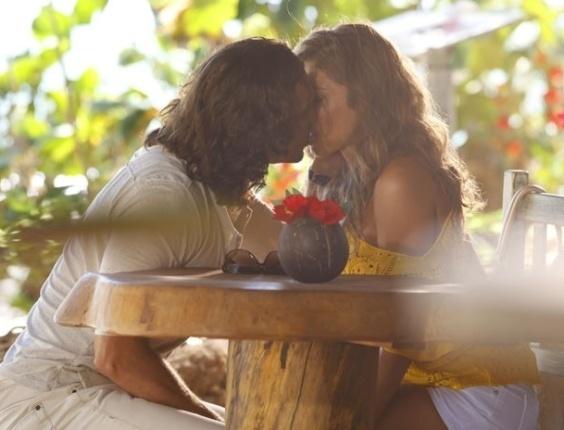 """22.mar.2013 Em """"Flor do Caribe"""", Alberto pede Ester em casamento"""
