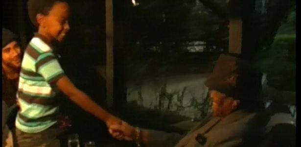 "Jean Paulo Campos, o Cirilo de ""Carrossel"", encontra Joe Jackson, o pai de Michael Jackson"