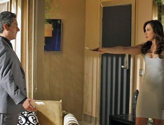 """27.mar.2013 - Em """"Salve Jorge"""", Lívia dá chilique ao descobrir que Théo não aceitou dinheiro"""
