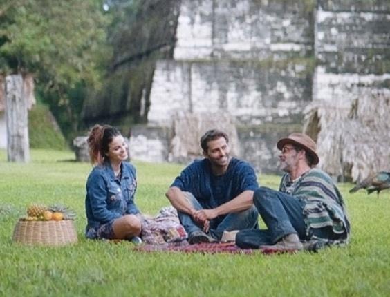 """2.abr.2013 - Em """"Flor do Caribe"""", Cassiano e Duque ganham aliada que vai ajudá-los a voltar ao Brasil"""