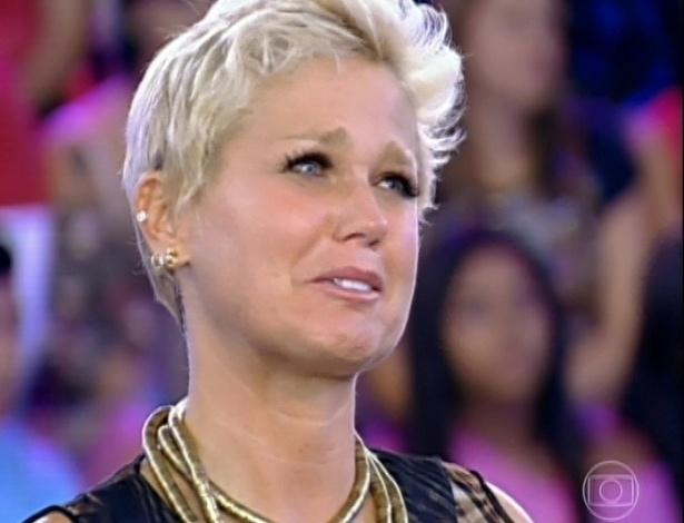"30.mar.2013 - Xuxa se emociona com depoimento de Fernanda Montenegro no programa ""TV Xuxa"""