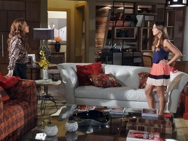 """31.mar.2013 - Em """"Salve Jorge"""", Drika fala para Helô que não quer que ela volte com seu pai"""