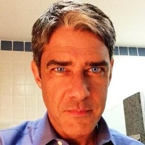 William Bonner usa lentes de contato azul em foto divulgada no Instagram