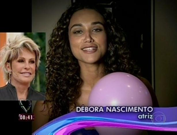 1.abr.2013 - A atriz Débora Nascimento mandou mensagem de parabéns para Ana Maria Braga