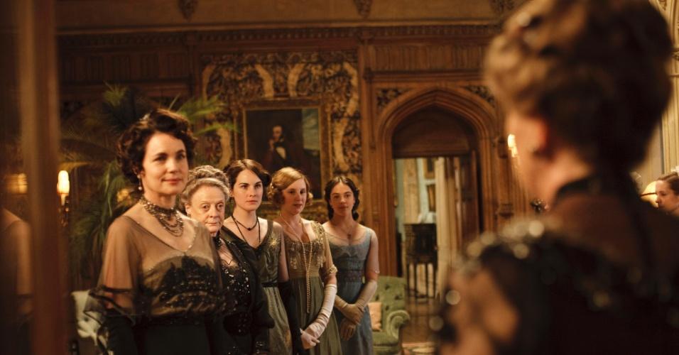 """Elenco do seriado """"Downton Abbey"""". O drama venceu o SAG Awards de melhor elenco e já teve indicações ao Emmy e Globo de Ouro"""