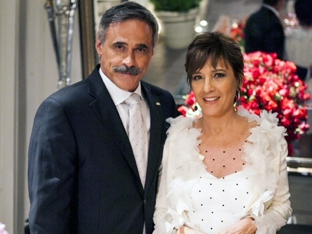 """Em """"Salve Jorge"""", Aída consegue se casar com o coronel Nunes"""