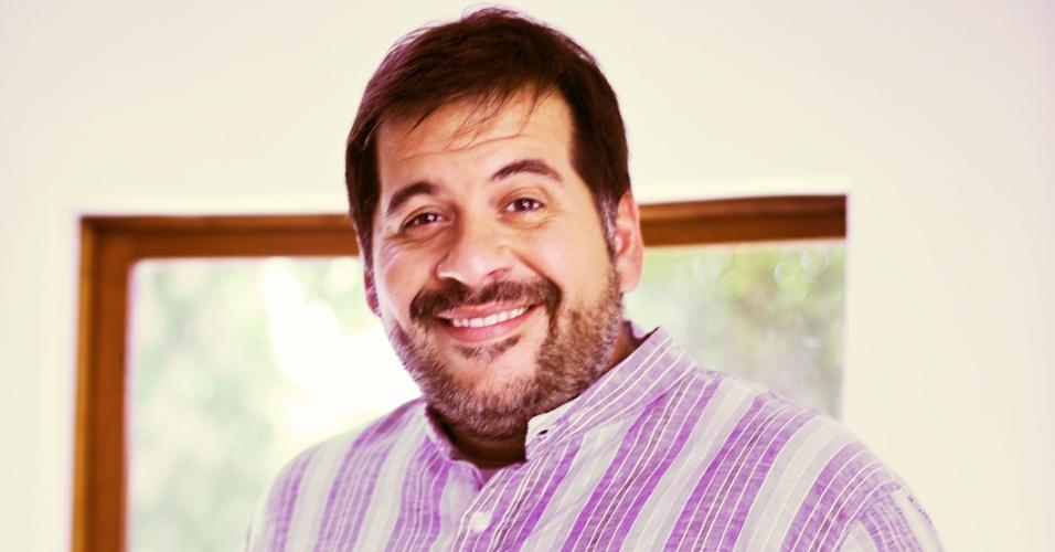 O protético Sergio (Leandro Hassum) é responsável pela produção de prótses odontológicas e outras coisas secretas para o amigo dentista Paladino (Marcelo Adnet)