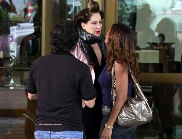 3.abr.2013 Claudia Raia e Dira Paes gravam cenas onde suas personagens, Lívia e Lucimar, respectivamente, se enfrentam mais uma vez. As gravações aconteceram em um hotel na Barra da Tijuca