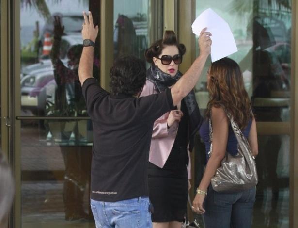 """3.abr.2013 Claudia Raia e Dira Paes gravam mais uma cena de embate entre suas personagens de """"Salve Jorge"""""""
