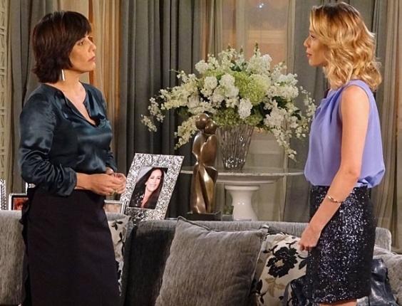 "Em ""Guerra dos Sexos"", Juliana conta a Roberta que se casará com Nando"