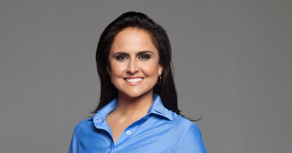 """2013 - Carla Cecato está na equipe de apresentadores do """"Domingo Espetacular"""", da Record, com Fabiana Scaranzi e Paulo Henrique Amorim"""