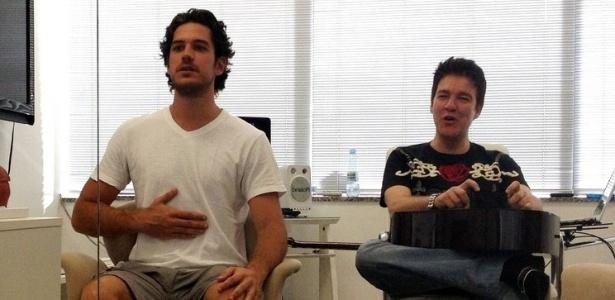 Marco Pigossi e o professor de canto Wilson Gava