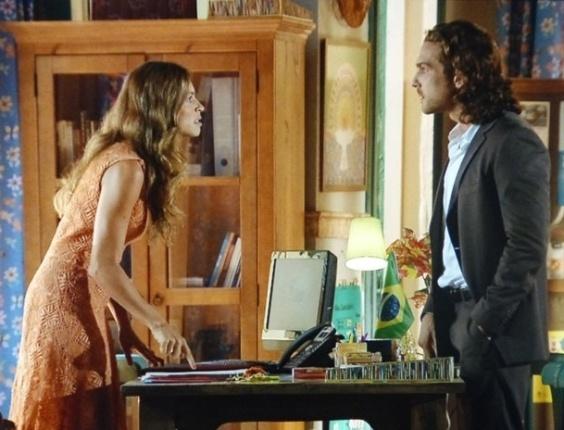 """Em """"Flor do Caribe"""", Ester e Alberto brigam feio por meninas que foram abusadas por turistas"""