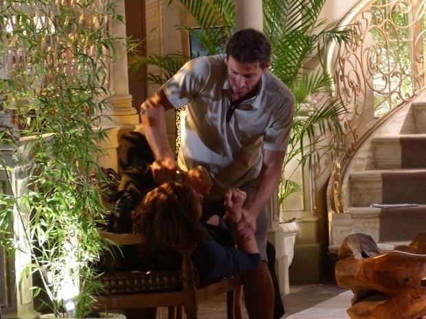 """Em """"Flor do Caribe"""", Cassiano acerta as contas com Alberto"""