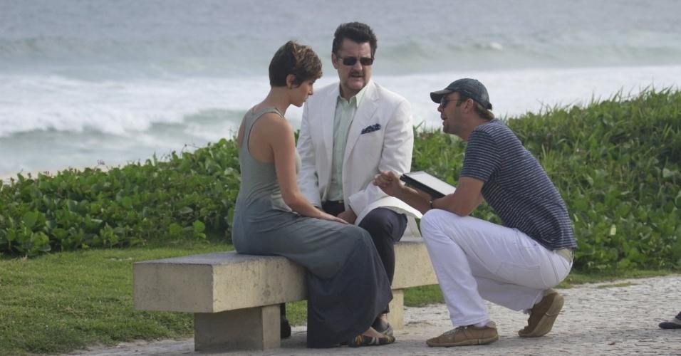 """8.abr.2013 - Dani Moreno e Antonio Calloni gravam cenas de """"Salve Jorge"""" na """"Barra da Tijuca"""", no Rio de Janeiro. Os atores são pai e filha na novela"""