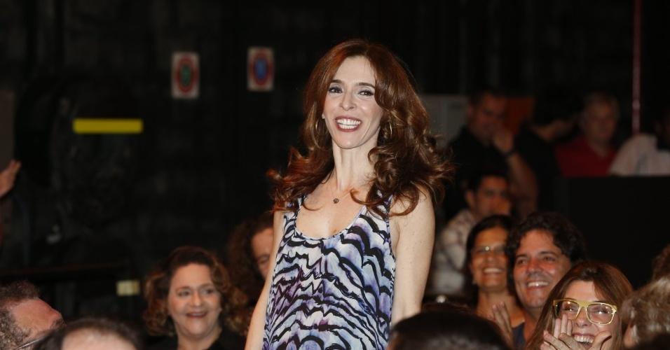 """8.abr.2013 - Deborah Evelyn prestigiou a coletiva de apresentação da novela """"Sangue Bom"""" que aconteceu no Projac, zona oeste do Rio"""