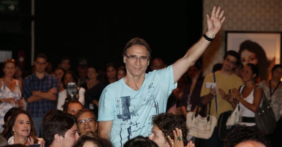 """8.abr.2013 - Herson Capri prestigiou a coletiva de apresentação da novela """"Sangue Bom"""" que aconteceu no Projac, zona oeste do Rio"""