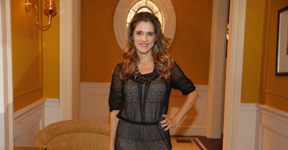 """8.abr.2013 - Ingrid Guimarães prestigiou a coletiva de apresentação da novela """"Sangue Bom"""" que aconteceu no Projac, zona oeste do Rio"""