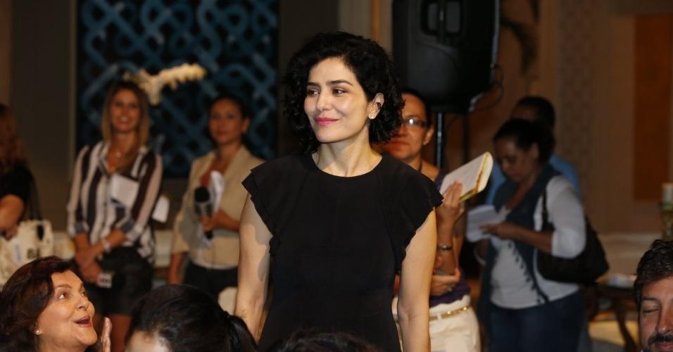 """8.abr.2013 - Letícia Sabatella prestigiou a coletiva de apresentação da novela """"Sangue Bom"""" que aconteceu no Projac, zona oeste do Rio"""