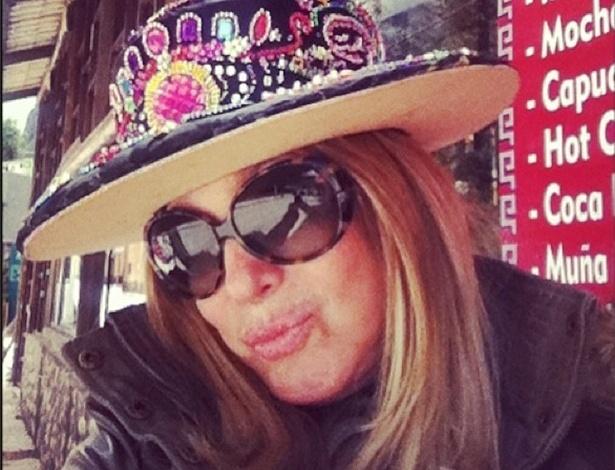 """Atriz Susana Vieira grava cenas de """"Amor à Vida"""" com chapéu tipo do Peru em Machu Picchu"""