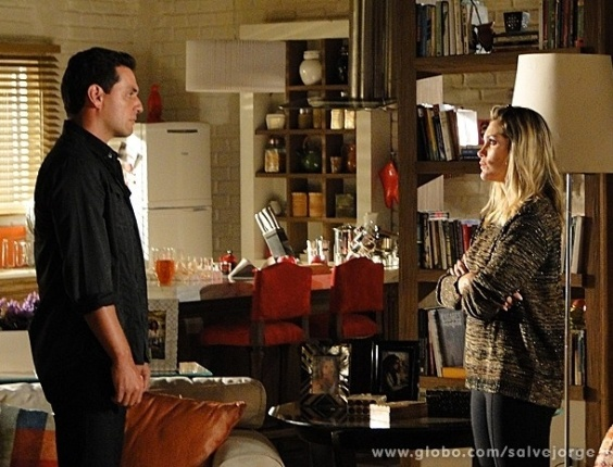 """11.abr.2013 - Em """"Salve Jorge"""", Théo procura Érica e tenta se explicar sobre Lívia"""