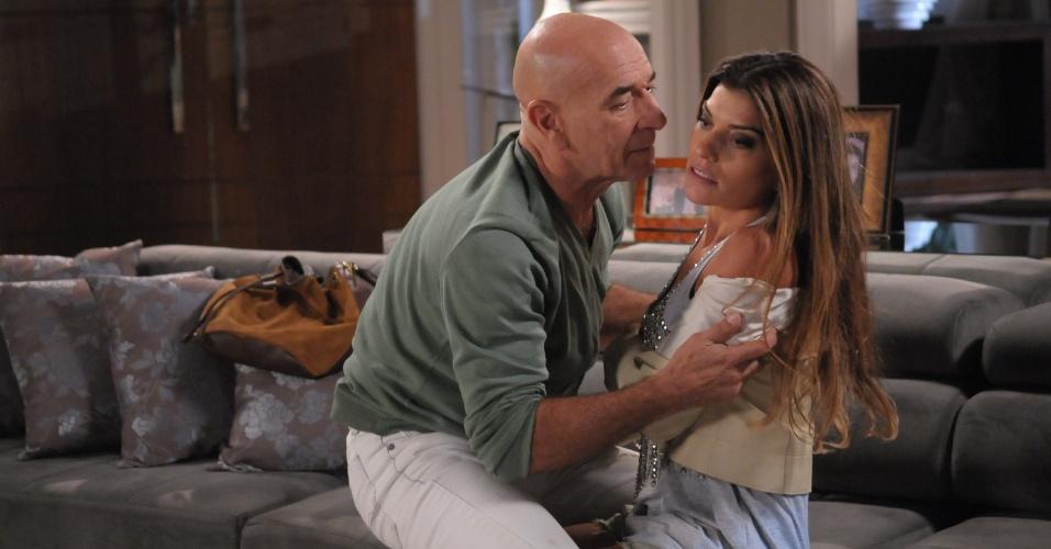 """Em """"Balacobaco"""", Arthur aceita se casar com Catarina"""