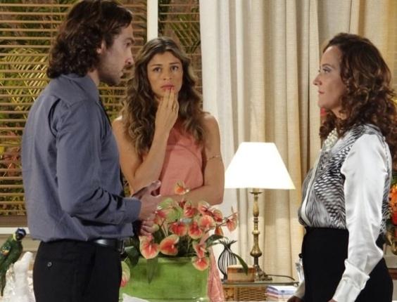 """Em """"Flor do Caribe"""", Alberto manda a mãe sumir de Vila dos Ventos"""