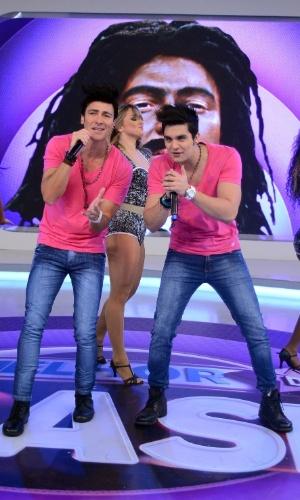 """Em """"O Melhor do Brasil"""", Rodrigo Faro se transforma em Luan Santana e canta ao lado do cantor"""