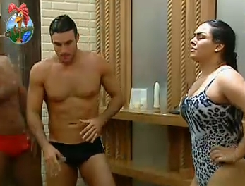 Daniel Bueno e Mulher Melancia tomam banho (29/9/2010)