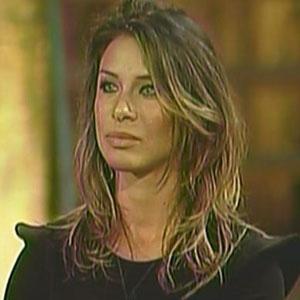 Lizzi Benites ficou emocionada com o reencontro e se divertiu muito durante a festa (18/12/10)