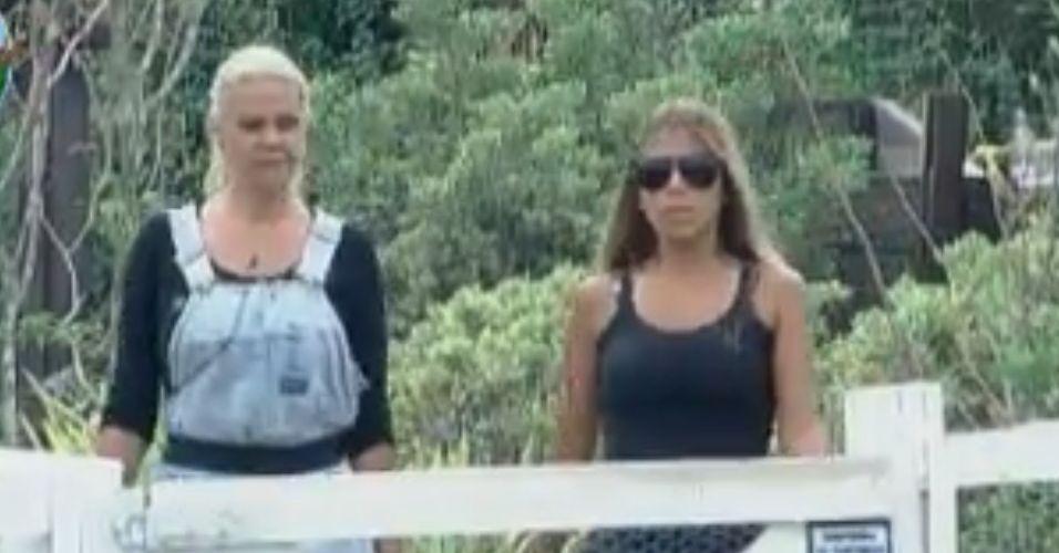 Monique desabafa com Raquel que está chateada com Joana (02/10/11)