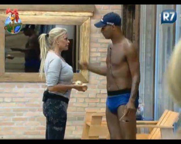 Após mágoa, Monique e Dinei fazem as pazes (04/9/11)